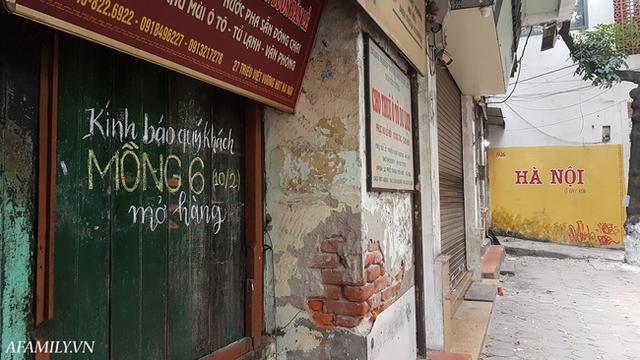 Quán cà phê vỉa hè vừa bé lại cũ kỹ nhất nhì Hà Nội, tồn tại suốt gần thế kỷ với 4 đời tiếp nhận nhưng vẫn đông khách vô cùng, 1 ngày bán cả nghìn cốc - Ảnh 11.