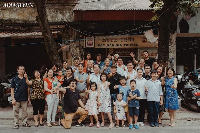 Quán cà phê vỉa hè vừa bé lại cũ kỹ nhất nhì Hà Nội, tồn tại suốt gần thế kỷ với 4 đời tiếp nhận nhưng vẫn đông khách vô cùng, 1 ngày bán cả nghìn cốc - Ảnh 14.