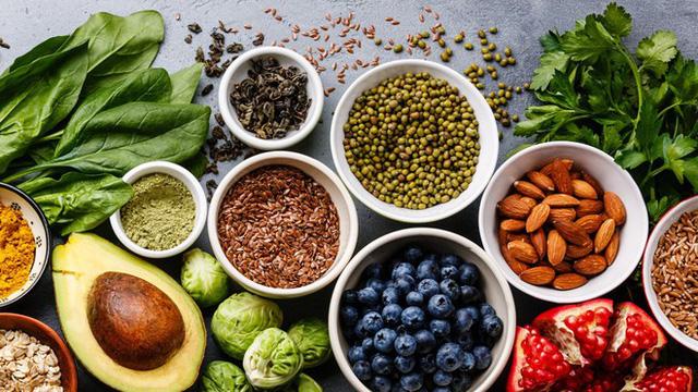 Sử dụng protein thực vật hoặc các sản phẩm chế biến từ sữa thay thế thịt đỏ liệu có giúp chúng ta sống lâu hơn? Đây là giải đáp của các nhà khoa học - Ảnh 2.