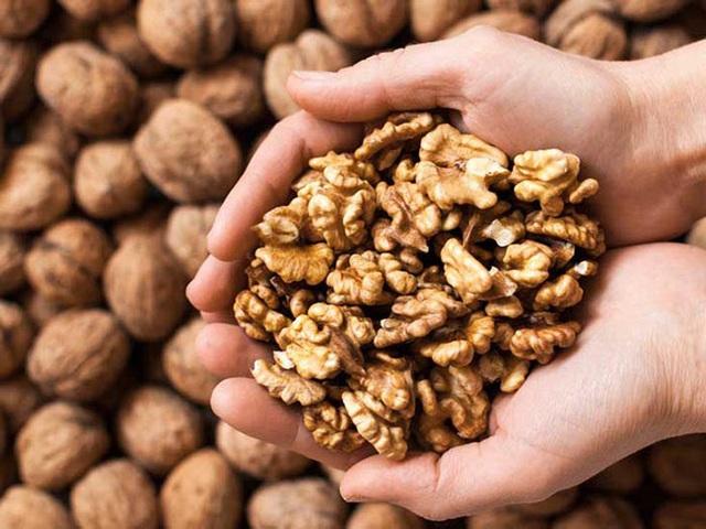 Sau tuổi 40 phụ nữ sẽ già đi rất nhanh: Để chống lại lão hóa và ngăn chặn ung thư, cần ăn nhiều hơn 4 loại thực phẩm này - Ảnh 2.