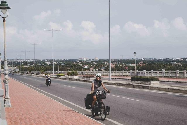 Cặp chồng Tây vợ Việt kết thúc 16.000km đạp xe từ Pháp về Việt Nam: Chặng cuối gian nan vì dịch bệnh Covid-19 - Ảnh 3.