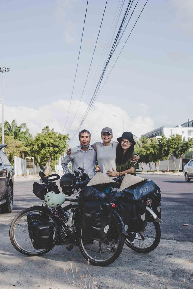 Cặp chồng Tây vợ Việt kết thúc 16.000km đạp xe từ Pháp về Việt Nam: Chặng cuối gian nan vì dịch bệnh Covid-19 - Ảnh 8.