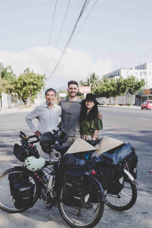 Cặp chồng Tây vợ Việt kết thúc 16.000km đạp xe từ Pháp về Việt Nam: Chặng cuối gian nan vì dịch bệnh Covid-19 - Ảnh 9.