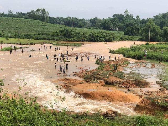 Phú Thọ vỡ đập thủy lợi, khẩn cấp di dời các hộ dân - Ảnh 4.