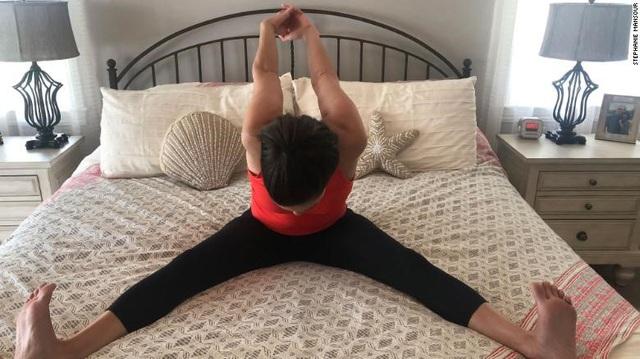 Làm ngay 5 việc này chỉ 5 phút mỗi ngày khi vừa ngủ dậy sẽ thả lỏng cơ thể, sảng khoái tinh thần và tràn đầy năng lượng - Ảnh 6.