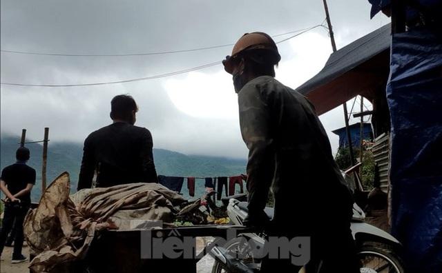 Cận cảnh công trường khai thác vàng trái phép ở 'mỏ tử thần' Minh Lương - Ảnh 2.