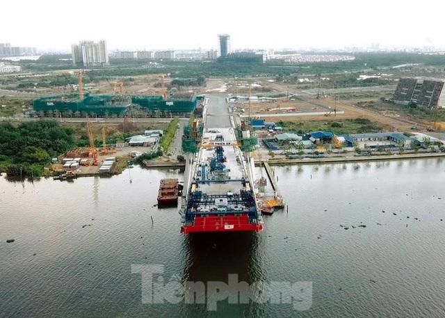 Hối hả thi công cầu Thủ Thiêm 2 kết nối với trung tâm Sài Gòn - Ảnh 2.