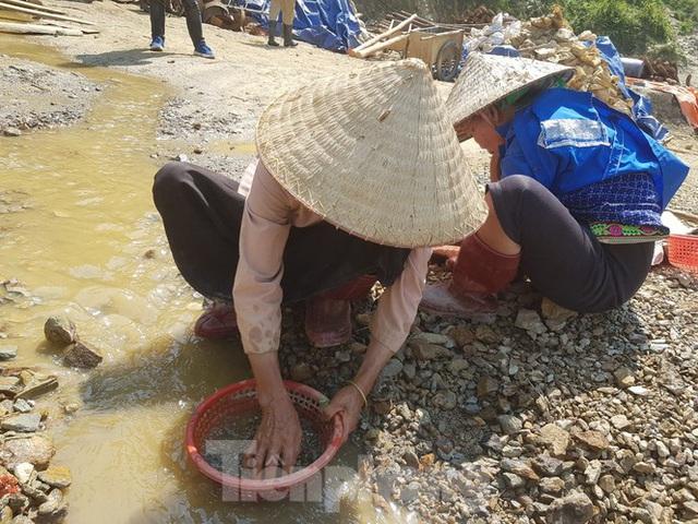 Cận cảnh công trường khai thác vàng trái phép ở 'mỏ tử thần' Minh Lương - Ảnh 13.