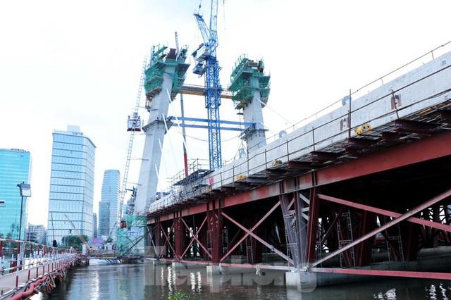 Hối hả thi công cầu Thủ Thiêm 2 kết nối với trung tâm Sài Gòn - Ảnh 13.