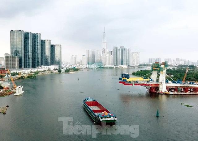 Hối hả thi công cầu Thủ Thiêm 2 kết nối với trung tâm Sài Gòn - Ảnh 3.