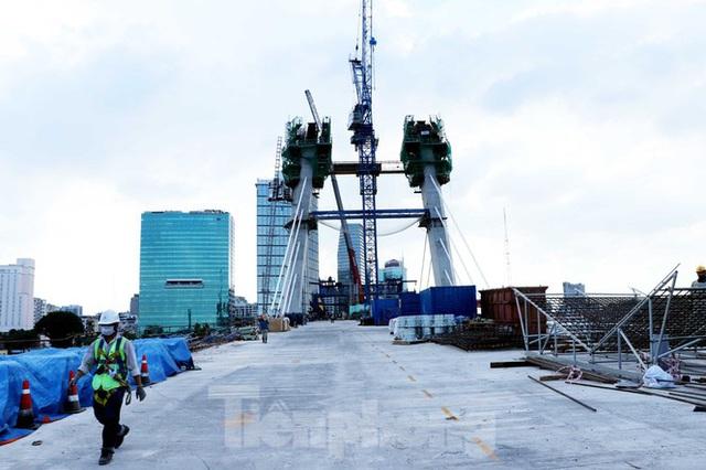 Hối hả thi công cầu Thủ Thiêm 2 kết nối với trung tâm Sài Gòn - Ảnh 4.