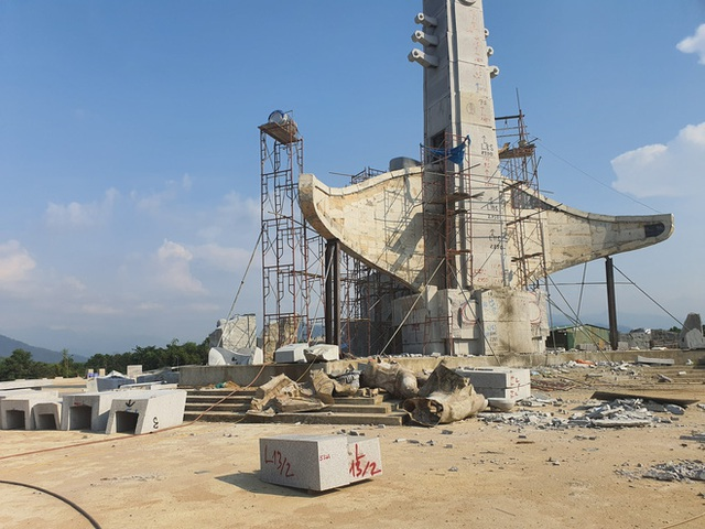 Cận cảnh tượng đài 14 tỉ đồng ở huyện nghèo miền núi Quảng Nam - Ảnh 1.