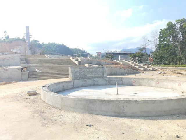 Cận cảnh tượng đài 14 tỉ đồng ở huyện nghèo miền núi Quảng Nam - Ảnh 2.