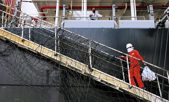 Báo động sức khỏe tâm lý của trên 1 triệu thủy thủ chở hàng thời COVID-19 - Ảnh 1.