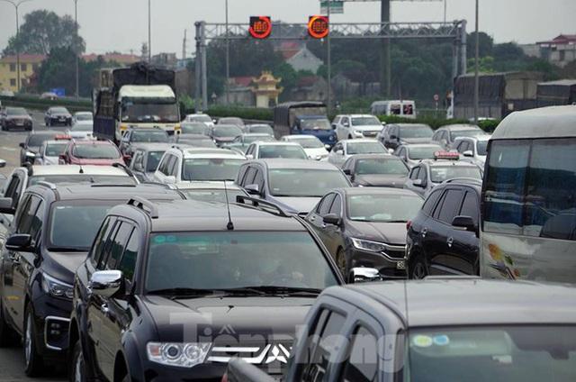 Cao tốc Pháp Vân tê liệt sau kỳ nghỉ lễ dài ngày - Ảnh 2.