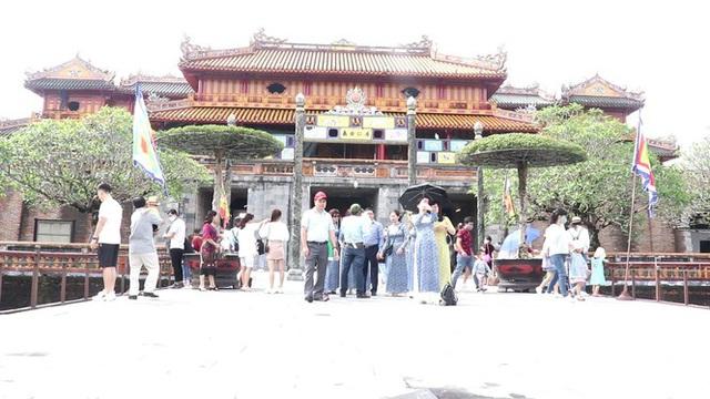 Hơn 12.500 lượt khách đến tham quan và nghỉ dưỡng, di tích ở Huế miễn vé vào cổng - Ảnh 1.