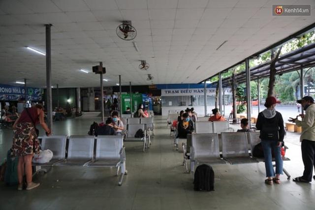 Ảnh: Người dân nườm nượp đổ về Hà Nội và Sài Gòn sau kỳ nghỉ lễ 30/4 - 1/5 - Ảnh 16.  Ảnh: Người dân nườm nượp đổ về Hà Nội và Sài Gòn sau kỳ nghỉ lễ 30/4 – 1/5 photo 15 15885076666491112563539