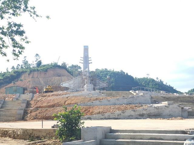 Cận cảnh tượng đài 14 tỉ đồng ở huyện nghèo miền núi Quảng Nam - Ảnh 3.