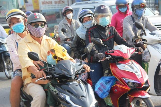 Ảnh: Người dân nườm nượp đổ về Hà Nội và Sài Gòn sau kỳ nghỉ lễ 30/4 - 1/5 - Ảnh 22.  Ảnh: Người dân nườm nượp đổ về Hà Nội và Sài Gòn sau kỳ nghỉ lễ 30/4 – 1/5 photo 21 15885076666581964345557