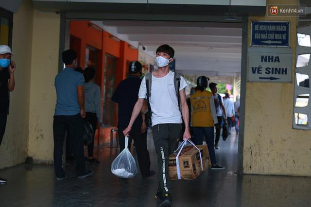 Ảnh: Người dân nườm nượp đổ về Hà Nội và Sài Gòn sau kỳ nghỉ lễ 30/4 - 1/5 - Ảnh 6.  Ảnh: Người dân nườm nượp đổ về Hà Nội và Sài Gòn sau kỳ nghỉ lễ 30/4 – 1/5 photo 5 1588507666633593071768