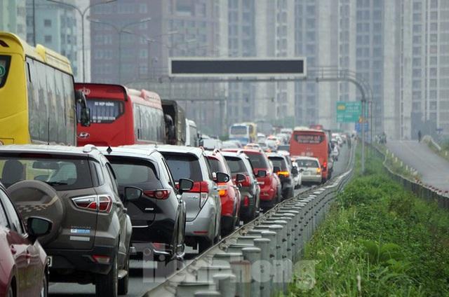 Cao tốc Pháp Vân tê liệt sau kỳ nghỉ lễ dài ngày - Ảnh 9.