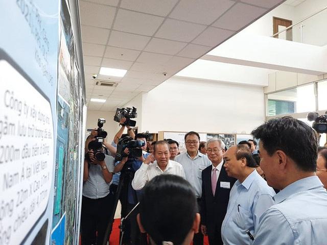 Thủ tướng Nguyễn Xuân Phúc thị sát cảng Cái Mép - Thị Vải  - Ảnh 1.
