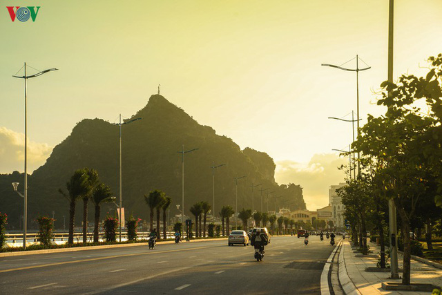 Chiêm ngưỡng tuyến đường bao biển nghìn tỷ bên vịnh Hạ Long - Ảnh 3.