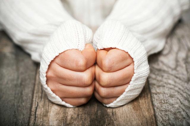 Trời nóng nhưng tay chân lúc nào cũng lạnh ngắt: Đừng chủ quan bởi có thể bạn đang mắc trọng bệnh - Ảnh 2.