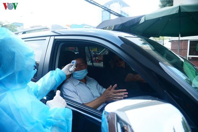 Ảnh: Người dân đổ về Bệnh viện Bạch Mai khám bệnh sau thời gian cách ly - Ảnh 9.
