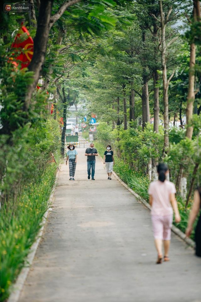 Ảnh, clip: Từ con mương ngập ngụa rác thải đến tuyến đường bộ cực xanh mát giữa lòng Thủ đô - Ảnh 12.