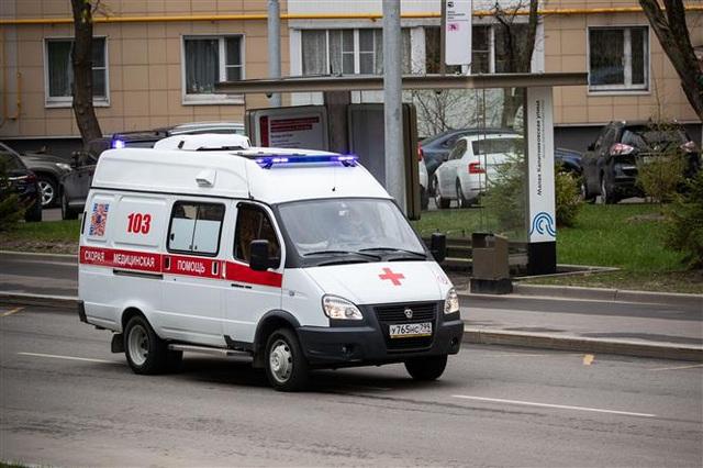 Ba bác sĩ Nga ngã từ cửa sổ bệnh viện, dấy lo ngại về điều kiện của đội ngũ y tế chống COVID-19 - Ảnh 2.