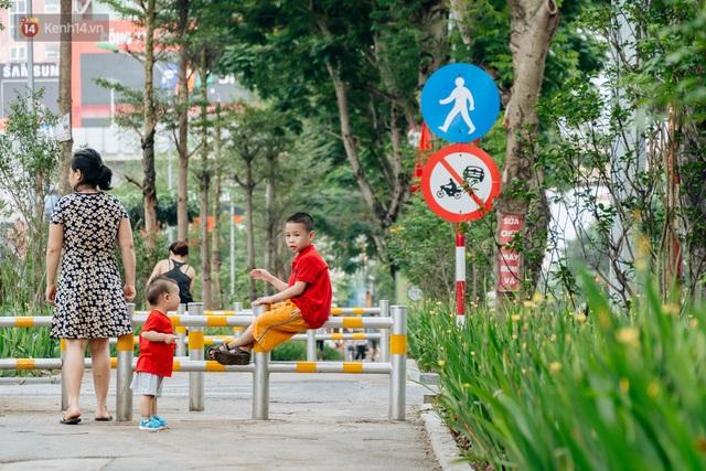 Ảnh, clip: Từ con mương ngập ngụa rác thải đến tuyến đường bộ cực xanh mát giữa lòng Thủ đô - Ảnh 19.