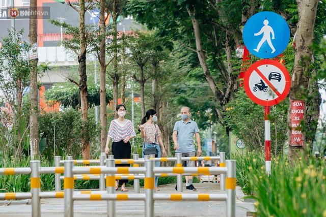 Ảnh, clip: Từ con mương ngập ngụa rác thải đến tuyến đường bộ cực xanh mát giữa lòng Thủ đô - Ảnh 21.