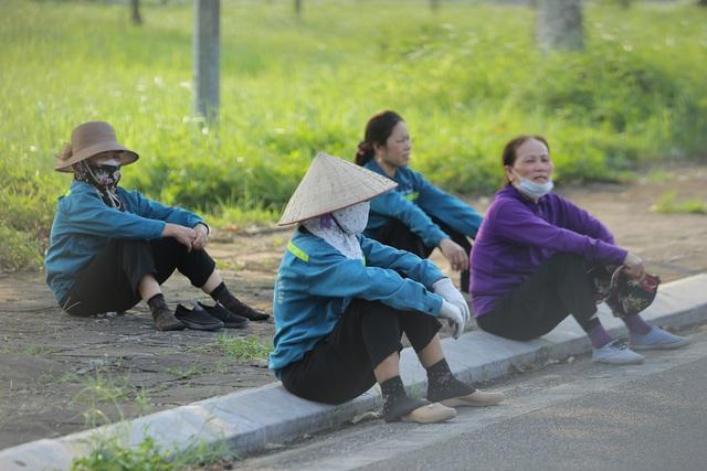 Nhịp sống Hạ Lôi ngày cuối cùng cách ly: Chúng tôi mong đến ngày hết dịch để đi làm chứ nằm ở nhà thì chết - Ảnh 18.