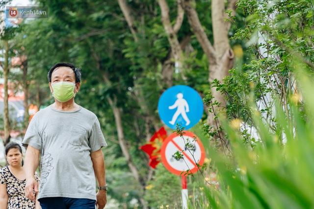 Ảnh, clip: Từ con mương ngập ngụa rác thải đến tuyến đường bộ cực xanh mát giữa lòng Thủ đô - Ảnh 9.