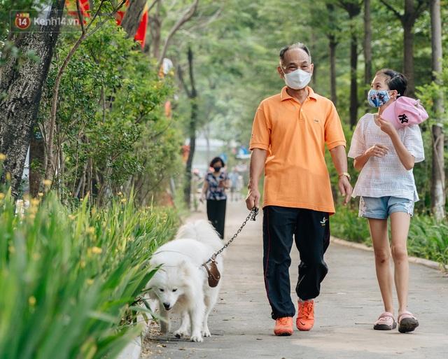 Ảnh, clip: Từ con mương ngập ngụa rác thải đến tuyến đường bộ cực xanh mát giữa lòng Thủ đô - Ảnh 17.