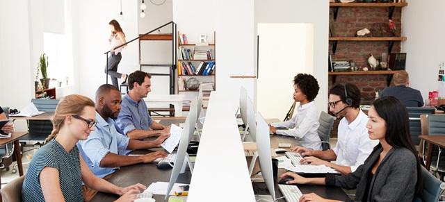Sau đại dịch Covid-19, người lao động có thể sẽ làm việc trong một môi trường rất khác: Áp dụng nhiều công nghệ mới, đồng nghiệp thân thiết hơn - Ảnh 2.