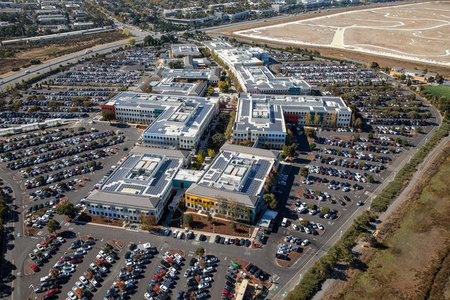 Trở lại văn phòng hậu Covid-19, nhân viên Thung lũng Silicon chứng kiến một loạt thay đổi chưa từng có nơi công sở: Không gian làm việc mở biến mất, xe đưa đón bị hạn chế - Ảnh 2.
