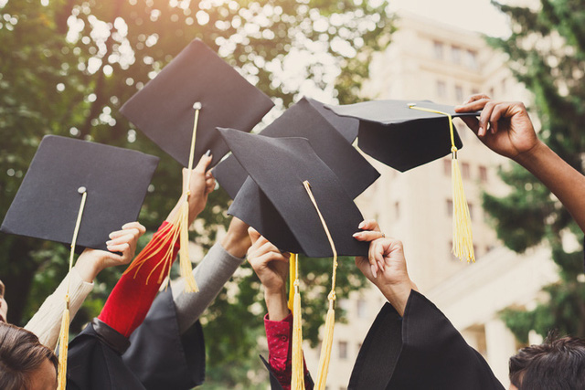 Lời nhắn nhủ từ vợ chồng Bill Gates tới các sinh viên tốt nghiệp năm 2020: Thời điểm này không hề dễ dàng, nhưng các bạn sẽ vượt qua và thay đổi thế giới - Ảnh 1.