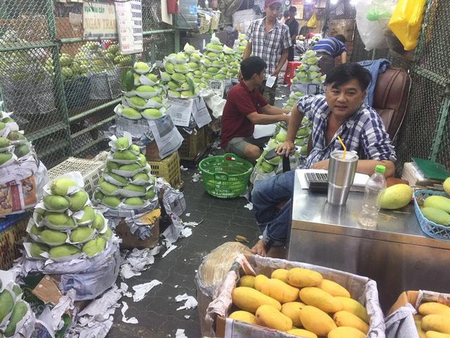Bà nội trợ méo mặt vì nhiều loại rau củ quả tăng giá gần gấp đôi - Ảnh 2.