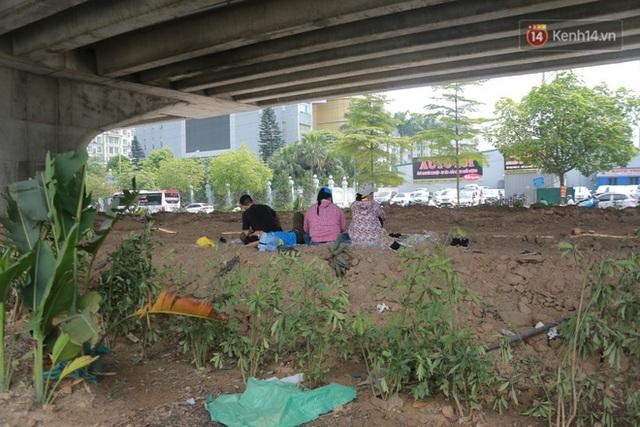 Muôn kiểu tránh nắng của người dân Hà Nội trong những ngày nóng đỉnh điểm - Ảnh 7.