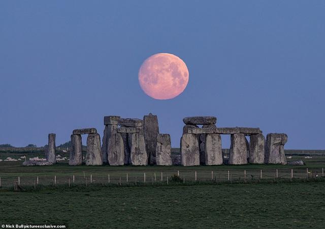 Loạt ảnh ấn tượng về siêu trăng cuối cùng của năm 2020 diễn ra vào đêm qua trên toàn thế giới - Ảnh 2.