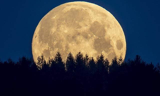 Loạt ảnh ấn tượng về siêu trăng cuối cùng của năm 2020 diễn ra vào đêm qua trên toàn thế giới - Ảnh 14.