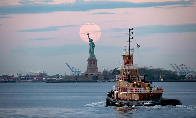 Loạt ảnh ấn tượng về siêu trăng cuối cùng của năm 2020 diễn ra vào đêm qua trên toàn thế giới - Ảnh 15.