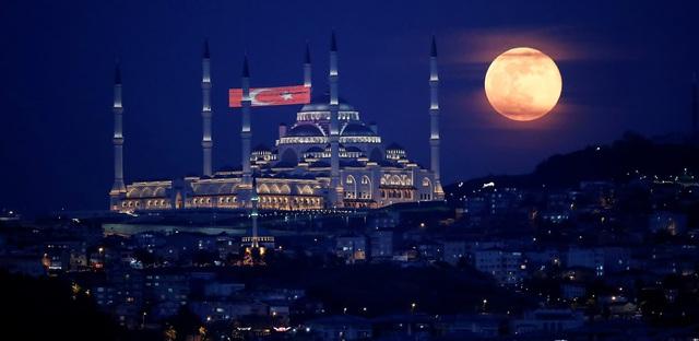 Loạt ảnh ấn tượng về siêu trăng cuối cùng của năm 2020 diễn ra vào đêm qua trên toàn thế giới - Ảnh 16.