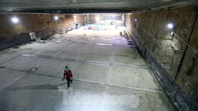 Công nhân làm việc dưới hầm sâu 19 mét ga Nhổn - Ga Hà Nội ngày nắng nóng - Ảnh 9.