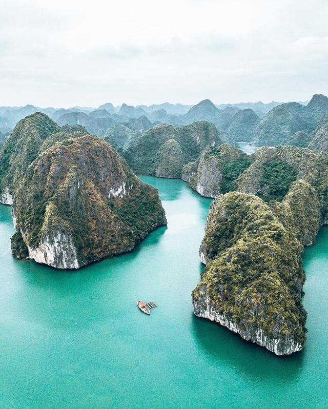 Ai đã tới vịnh Lan Hạ rồi mới hiểu tại sao đến Leonardo DiCaprio cũng phải tấm tắc khen ngợi trên Instagr: Vẻ đẹp hoang sơ của thiên đường bị bỏ quên giữa Hải Phòng - Ảnh 6.