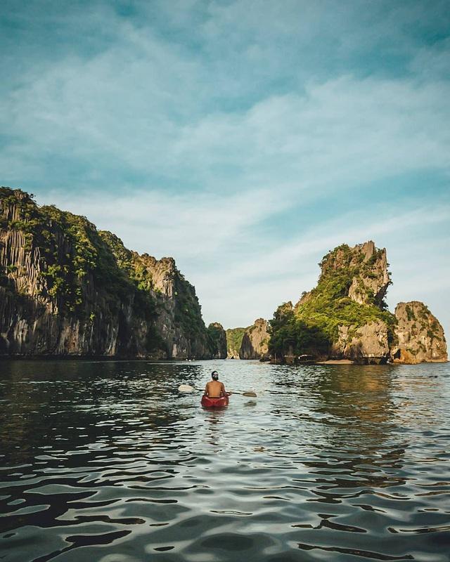 Ai đã tới vịnh Lan Hạ rồi mới hiểu tại sao đến Leonardo DiCaprio cũng phải tấm tắc khen ngợi trên Instagr: Vẻ đẹp hoang sơ của thiên đường bị bỏ quên giữa Hải Phòng - Ảnh 4.