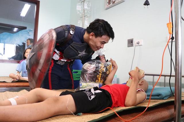 Món quà đặc biệt dịp 1/6 của biệt đội Siêu anh hùng không giải cứu thế giới dành cho bệnh nhi ung thư và chạy thận  - Ảnh 14.