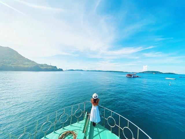 6 vùng biển lặn ngắm san hô đẹp nhất Việt Nam: Rực rỡ đến mê đắm lòng người - Ảnh 1.